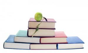 7 livres et une pomme forme une pyramide