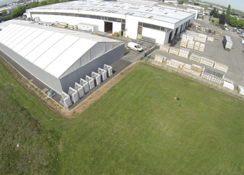 Tente industrielle d'un entrepôt