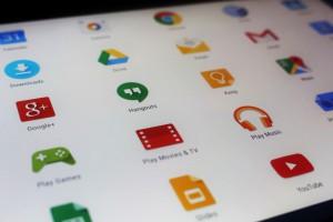 Menu d'une tablette avec de nombreuses applications d'installées.